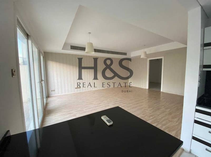 Exclusive Unit |  Spacious 3 Beds + Study | Tenanted