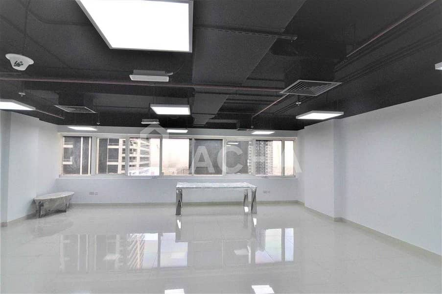 2 Fully Fitted office / Open Plan / Lake view