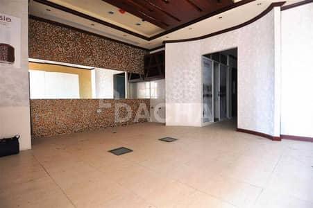 محل تجاري  للبيع في أبراج بحيرات الجميرا، دبي - Fitted retail for sale in Damac Lake View