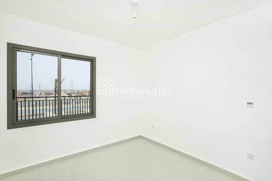 2 Great Location   Walking Distance to Pool and Park