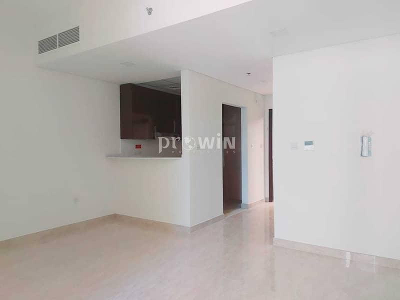 2 Luxurious Apt l Kitchen Eqquiped l Spacious  Apartment l 2 Balconies !!!