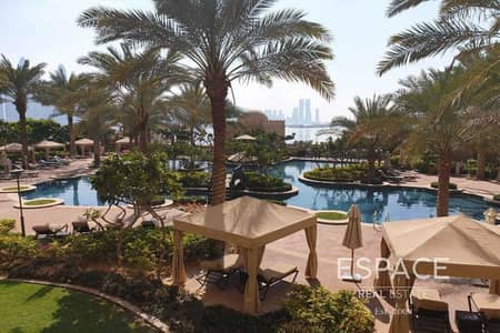 2 Bedroom Flat for Sale in Palm Jumeirah, Dubai - Large 2 Beds Full Sea and Community View