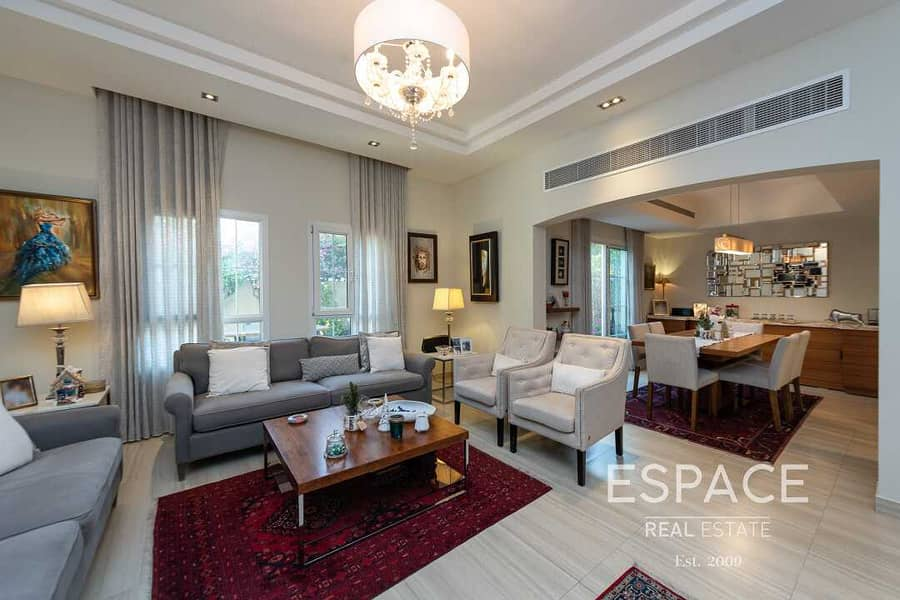 2 SuperB Family Home  Type CM Next to Park and Pool