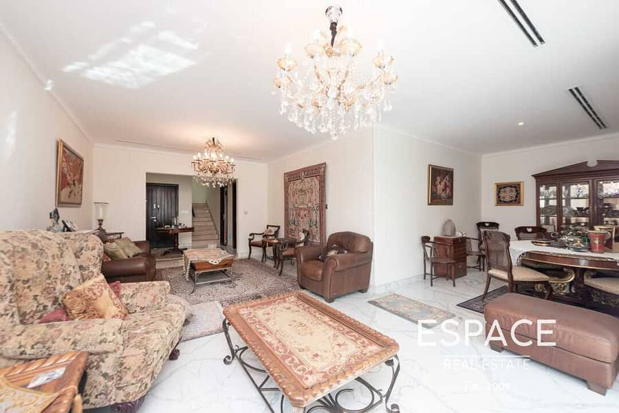 Single Row | Upgraded and Extended| 3BR TH