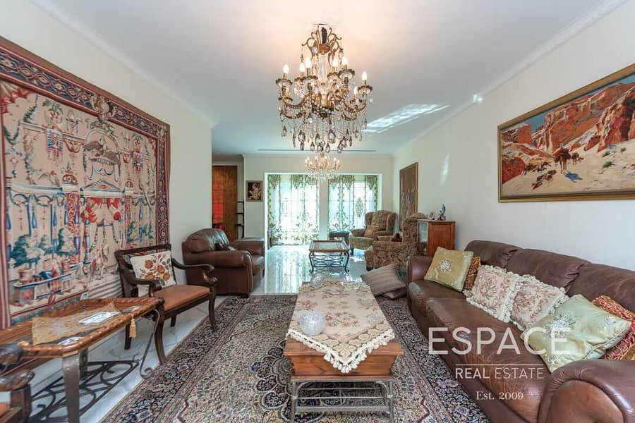 2 Single Row | Upgraded and Extended| 3BR TH