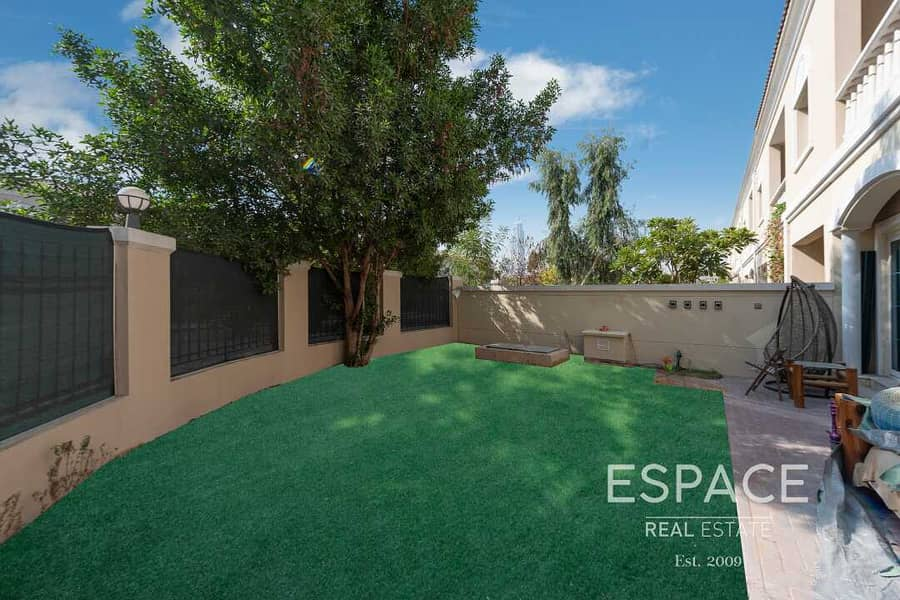 13 Single Row | Upgraded and Extended| 3BR TH