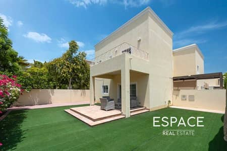 3 Bedroom Villa for Sale in The Lakes, Dubai - Fully Upgraded | Quiet Location | Vacant on Transfer