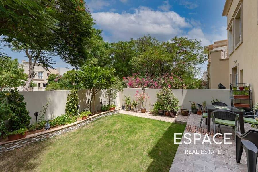 Exclusive | Upgraded 3 Beds | Single Row