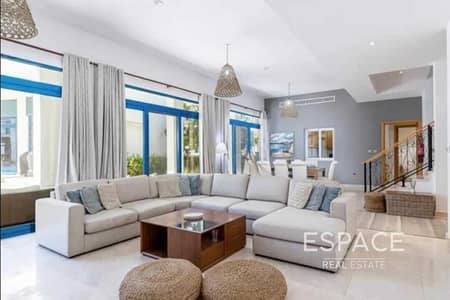 4 Bedroom Villa for Sale in Palm Jumeirah, Dubai - Luxury 4 BR  Townhouse in the Heart of Palm Jumeirah