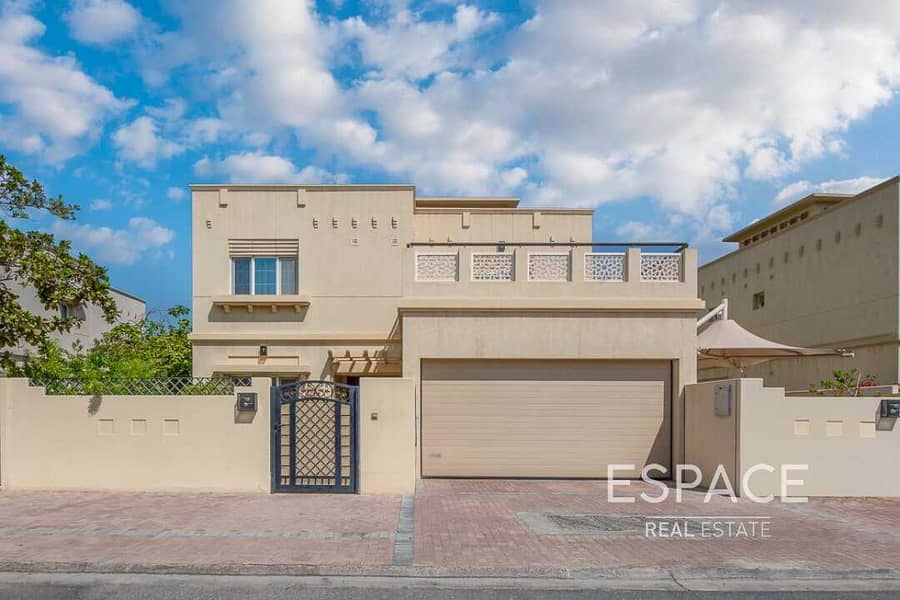 2 Large Landscaped Garden | Close to Park and Pool