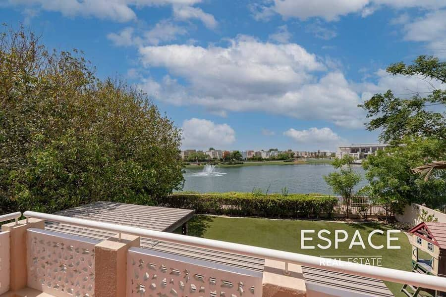 Exclusive 5BR with Stunning Lake view and Large Plot