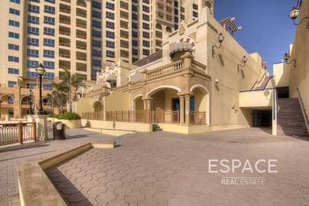 2 Bedroom Villa for Sale in Palm Jumeirah, Dubai - Large 2 BR Townhouse with Sea views