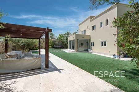 فیلا 4 غرف نوم للبيع في البحيرات، دبي - Fully Upgraded 4 Bed with Beautiful Plot