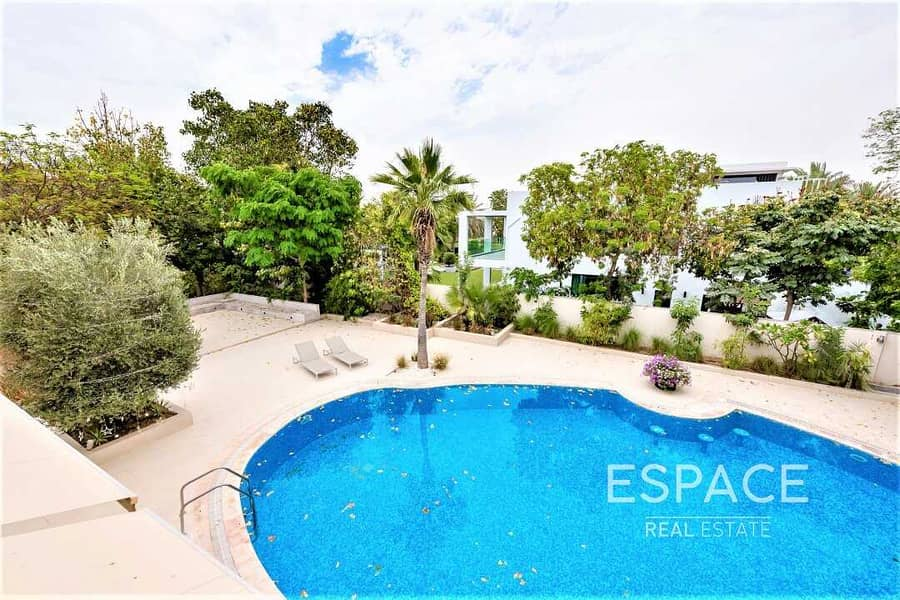 13 5BR with Large Plot on an Excellent Location
