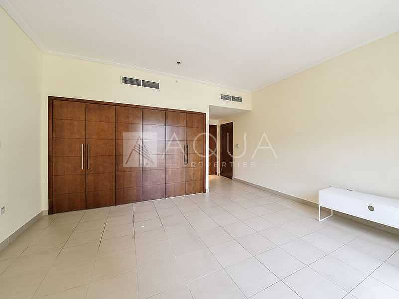 2 Spacious 1 Bed   Unfurnished    Immaculate