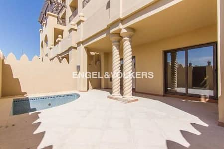 3 Bedroom Townhouse for Sale in Palm Jumeirah, Dubai - Triplex | Private Pool | Hotel Facilities