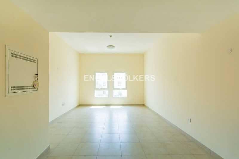 Investor Deal   High Floor   Closed Kitchen
