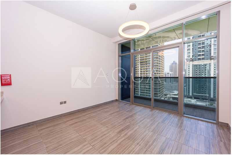 Nice and Modern Brand New 1 Bed   Lake View