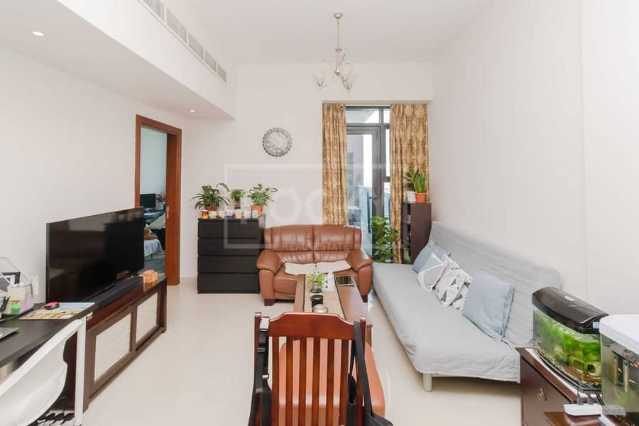 Fully Furnished   1-Bed   Equipped Kitchen