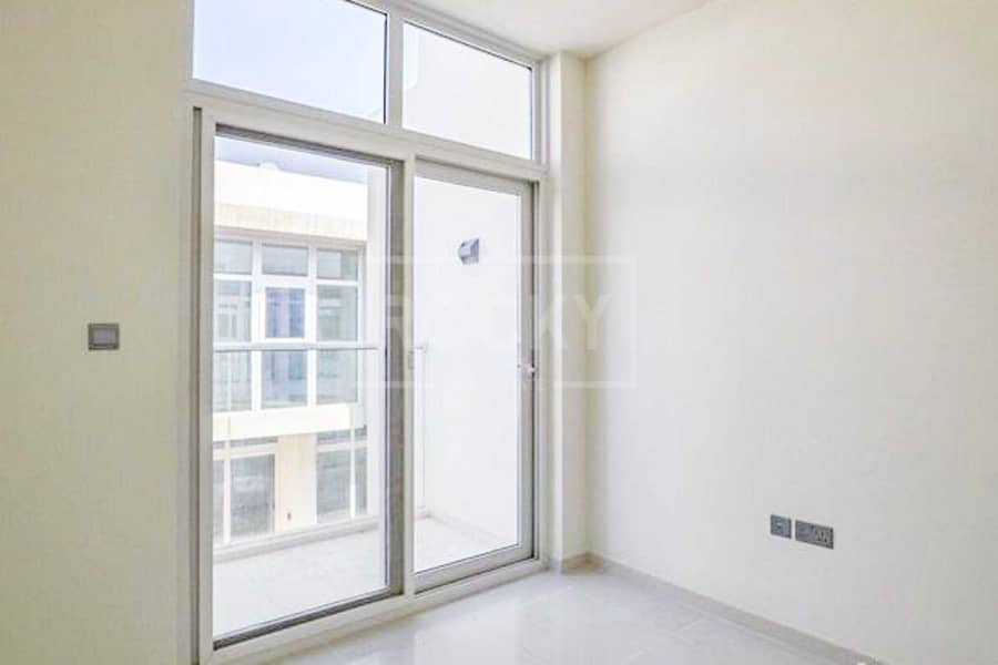 Brand New   Middle Unit   Spacious Layout