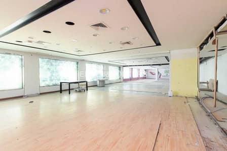 محل تجاري  للبيع في الخليج التجاري، دبي - Well Located| Retail Space| Mixed Use Building