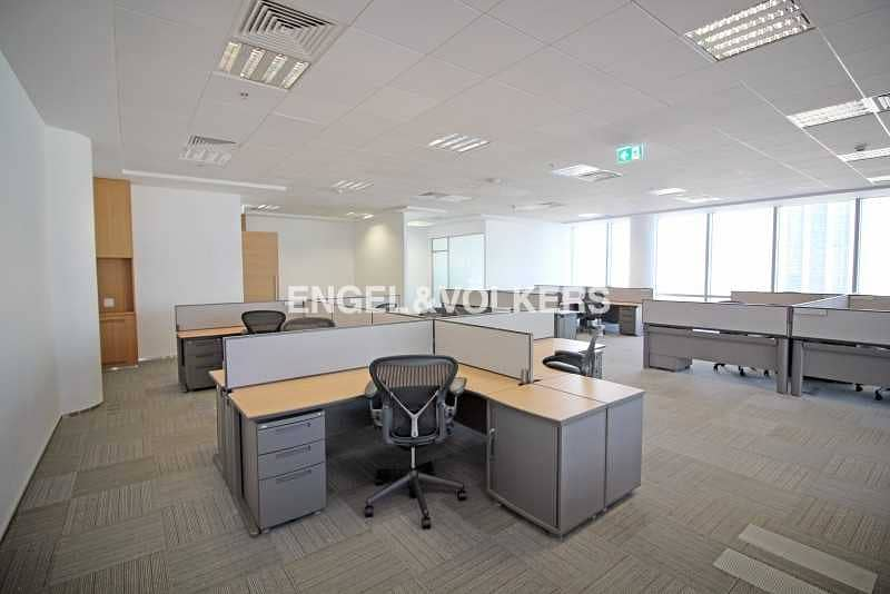 2 Corner Office Fitted and Furnished 5 Parkings
