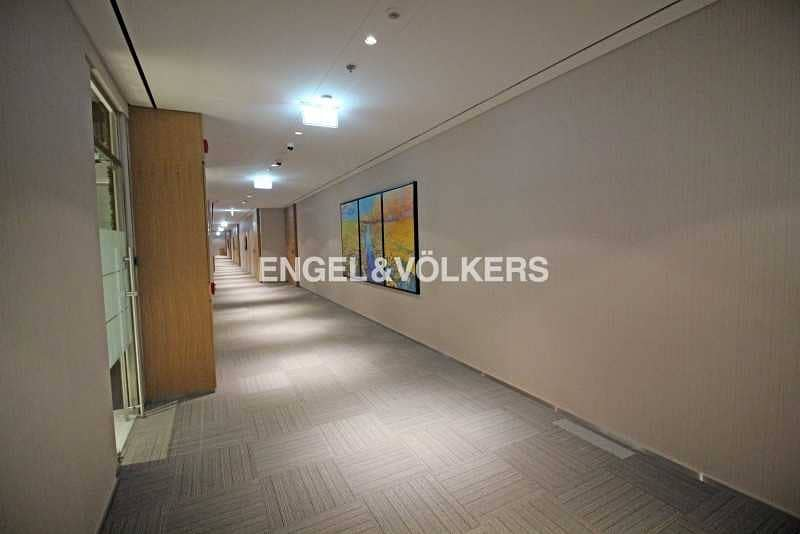 14 Corner Office Fitted and Furnished 5 Parkings