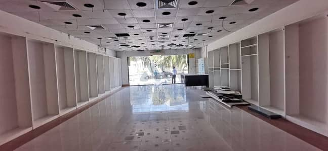 Shop for Rent in Bur Dubai, Dubai - Huge Shop is available in Al Ghubaiba