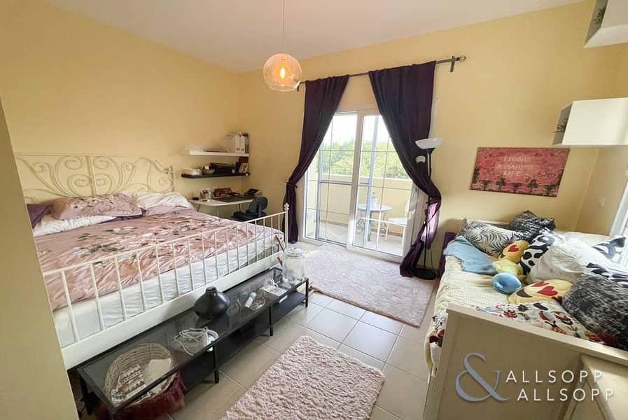 2 2 Beds | Vacant On Transfer | Single Row
