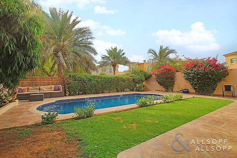 2 4 Bed | External Maids | Upgraded | Pool