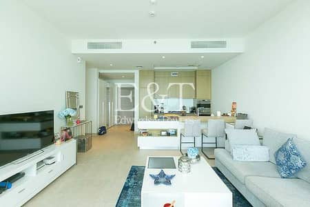 2 Bedroom Flat for Sale in Palm Jumeirah, Dubai - Uninterrupted Sea And Burj View | High Floor
