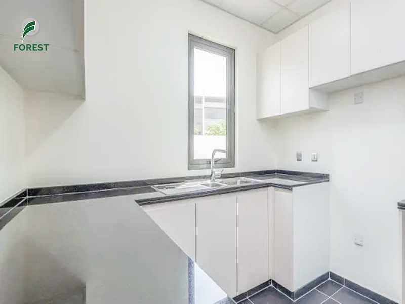 2 High Quality   4 Beds    Townhouse   Unfurnished
