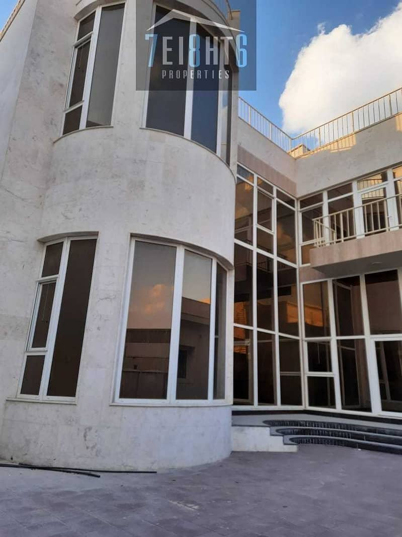 Outstanding property: 5 b/r good quality independent villa + servant quarters  + garden for rent in Khawaneej 1