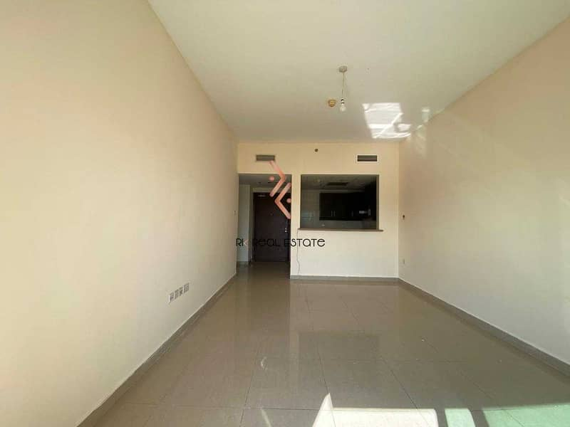 2 Spacious 1-bedroom with Balcony