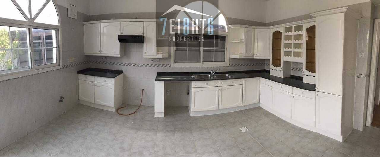7 Exceptional value: 4-5 b/r beautifully presented semi-independent villa + maids room + large garden for rent in Jumeirah
