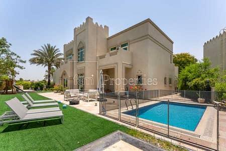 5 Bedroom Villa for Sale in Jumeirah Islands, Dubai - Entertanment foyer|lake view|large plot|