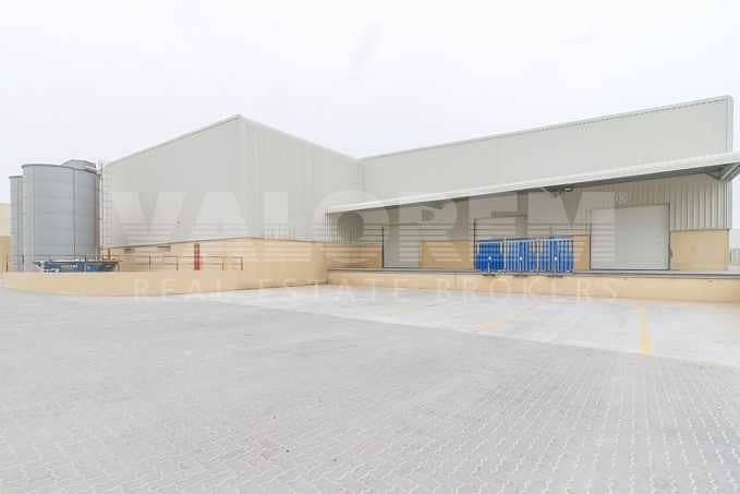 Warehouse with Racks for Storage and Logistics in JAFZA