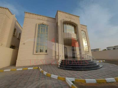 6 Bedroom Villa for Rent in Al Marakhaniya, Al Ain - Prestigious Sun-filled Villa With Desert View