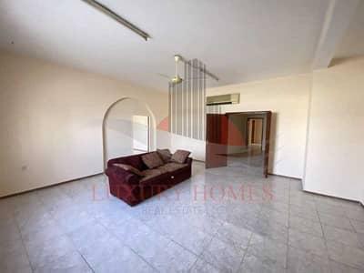 فلیٹ 3 غرف نوم للايجار في المطارد، العین - On Ground Floor with Balcony with Main Road View