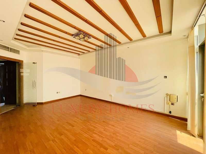 2 Free Central AC with Main Street View Located Centrally