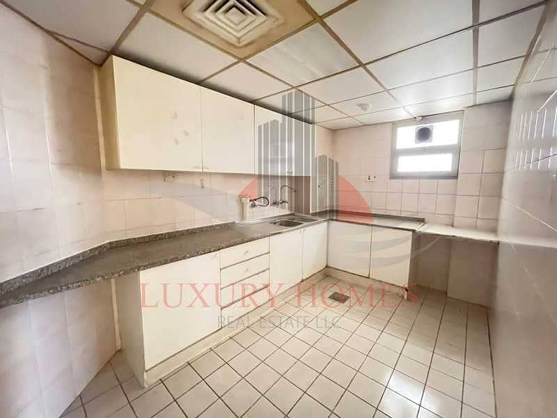 10 Free Central AC with Main Street View Located Centrally