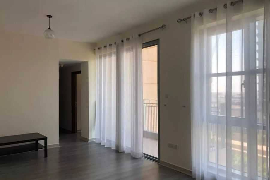 2 Spacious Unit - 2 beds -Mall&Metro/vacant