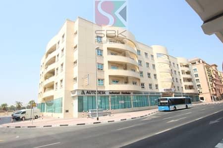 معرض تجاري  للايجار في بر دبي، دبي - Oudmetha Showroom  For Rent