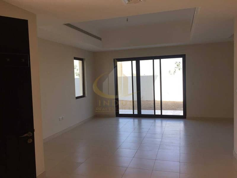 2 4BR+Maid's Room Villa   Spacious Living/ Dining