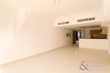 1 Bedroom Flat for Rent in Dubai Sports City, Dubai - 1 Bed | Modern | Available Now | Balcony