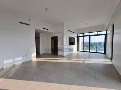 شقة 2 غرفة نوم للايجار في التلال، دبي - Lake and city view