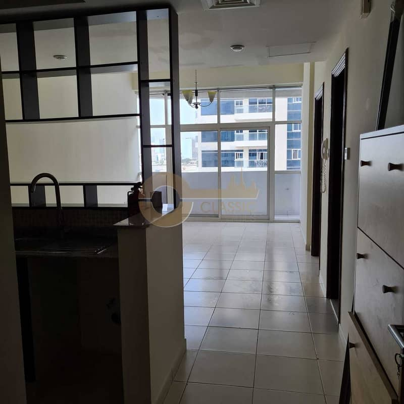 2 Great location| Upgraded Kitchen| 1 bedroom|
