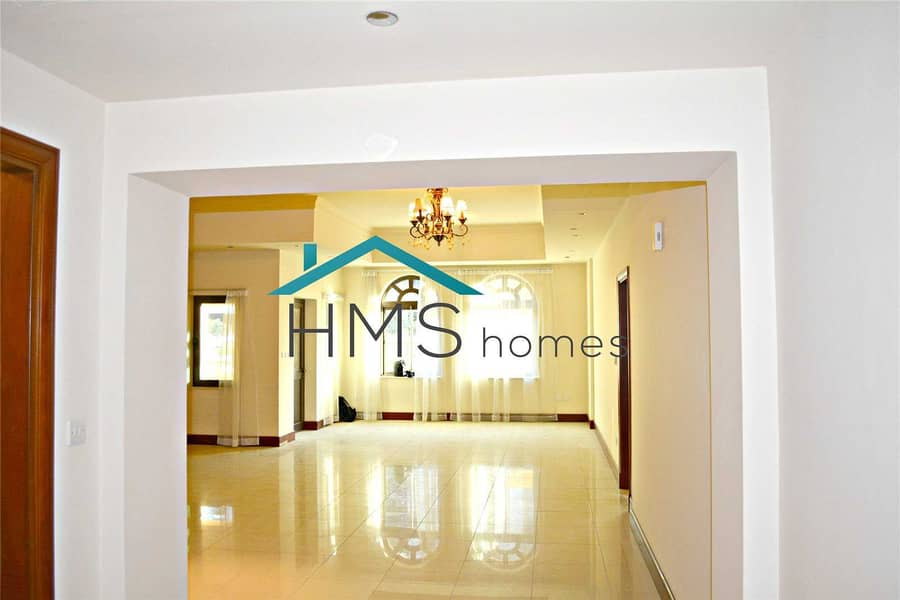 1 bed | 3 floors | Townhouse close to the Mall