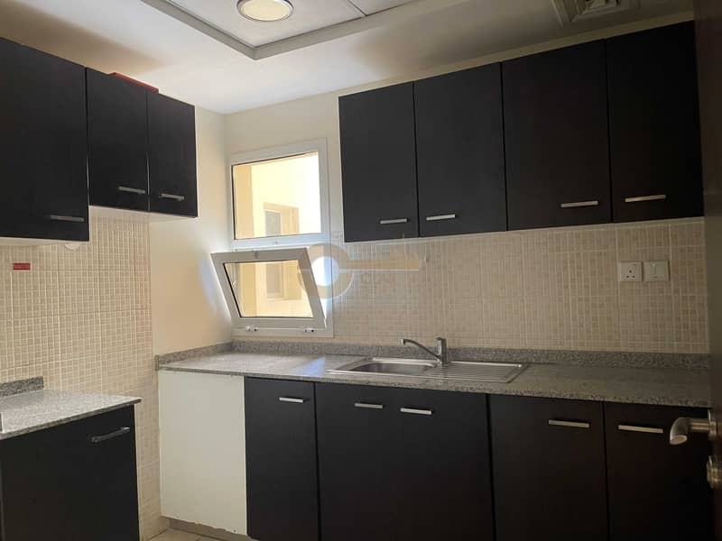 10 Spacious 1 bedroom| Closed kitchen| Inner circle