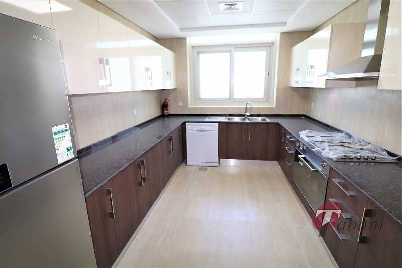 2 Well Maintained/Spacious Layout/2 Parking